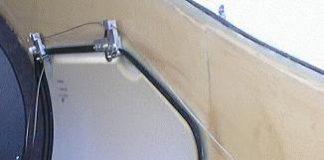 Glastar baggage door latch mechanism
