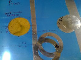 Additional inspection cover for GlaStar aux fuel tank fitting
