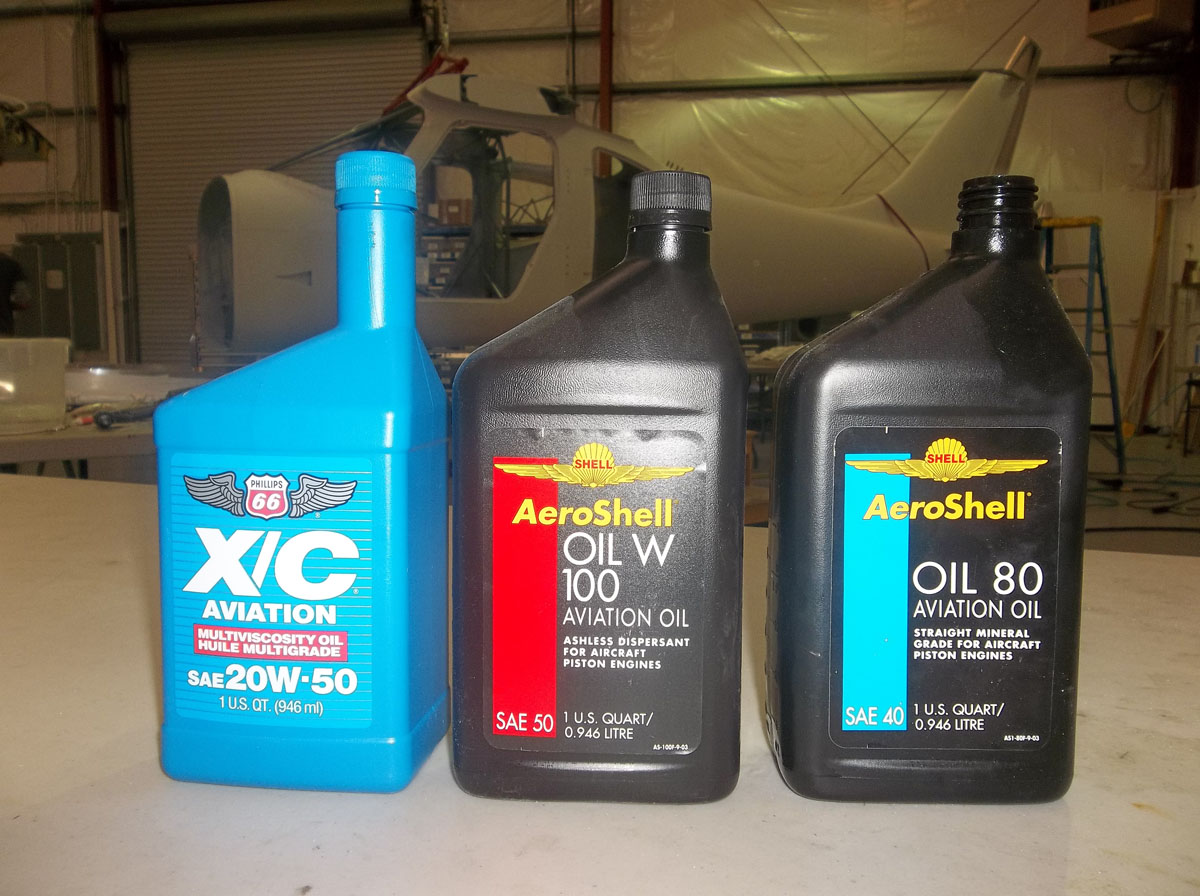 Aeroshell straight mineral oil has a blue bar on the left side of the bottle. Aeroshell ashless dispersant oil has a red bar. Phillips multigrade mineral oil comes in a blue bottle.