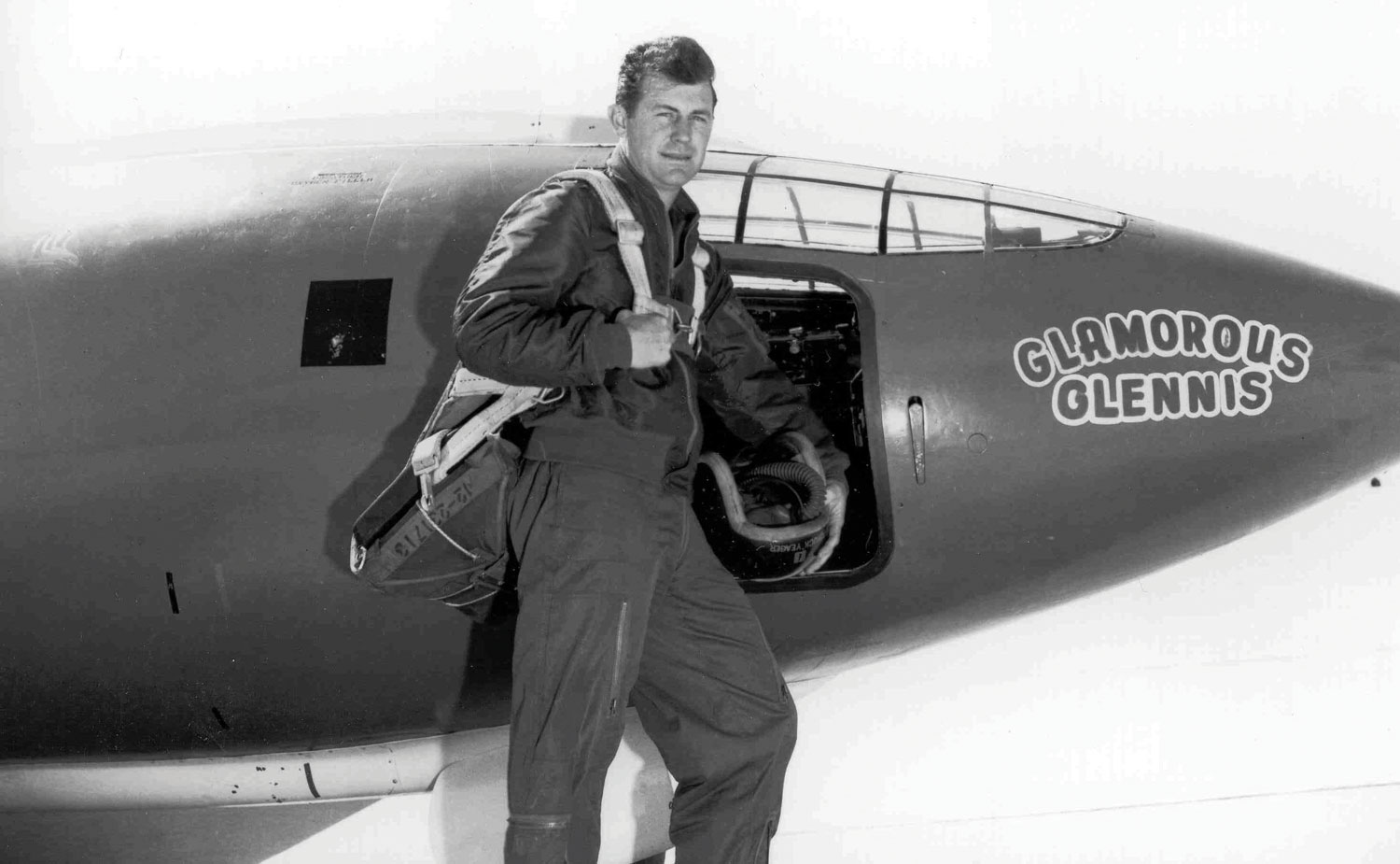 Chuck Yeager in front of the Bell X-1. Photo: U.S. Air Force.